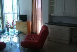 Гостиная. Черногория, Рафаиловичи : Апартамент с отдельной спальней