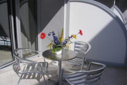 Балкон. Черногория, Рафаиловичи : Апартамент с отдельной спальней