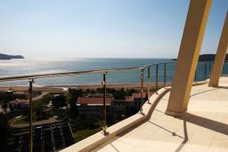 Вид на море. Belveder Residence в Бечичи