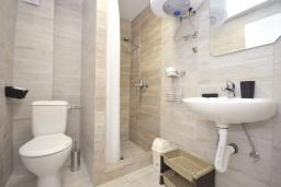 Ванная комната. Черногория, Рафаиловичи : Студио №9 с террасой (Studio 03+1 Garden)
