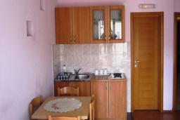 Кухня. Черногория, Будва : Апартамент с отдельной спальней (№7 APP 04)