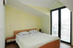 Спальня 2. Черногория, Будва : Апартамент на мансарде с отдельной спальней (№11 AP P04)