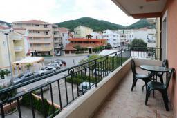 Балкон. Черногория, Будва : Апартамент на мансарде с отдельной спальней (№11 AP P04)