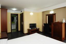 Спальня. Черногория, Будва : Двухместный номер с балконом (C5 DBL)