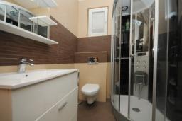 Ванная комната. Черногория, Будва : Двухместный номер (№107 DBL)