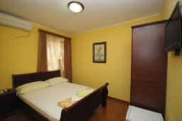 Спальня. Черногория, Будва : Двухместный номер (№202 DBL std)