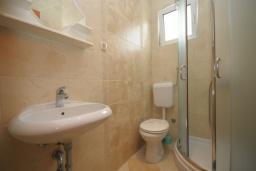 Ванная комната. Черногория, Будва : Двухместный номер (№202 DBL std)