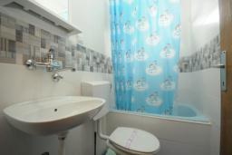 Ванная комната. Черногория, Будва : Апартамент с 1 спальней и террасой (№3 App 02+1)