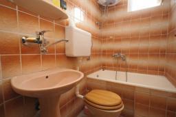 Ванная комната. Черногория, Будва : Апартамент с 1 спальней и балконом (№103 APP 02+1)