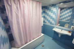 Ванная комната. Черногория, Святой Стефан : Студия с видом на море, на 1 этаже (№1 STUDIO 02 SV)