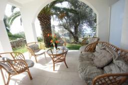 Терраса. Черногория, Святой Стефан : Апартамент с 2-мя спальнями и видом на море, на 1 этаже (№3 АРР 04 SV)