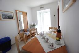 Гостиная. Черногория, Святой Стефан : Апартамент с 2-мя спальнями и видом на море, на 1 этаже (№3 АРР 04 SV)