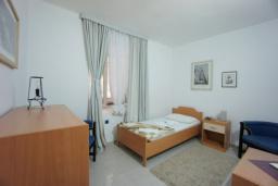 Спальня 2. Черногория, Святой Стефан : Апартамент с 2-мя спальнями и видом на море, на 1 этаже (№3 АРР 04 SV)