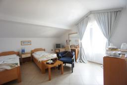 Студия (гостиная+кухня). Черногория, Святой Стефан : Студия с видом на море, на 3 этаже (№5 STUDIO 02 SV)