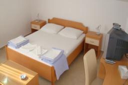Спальня. Черногория, Святой Стефан : Апартамент с 1 спальней и видом на море, на 3 этаже (№6 APP 03+1 SV)