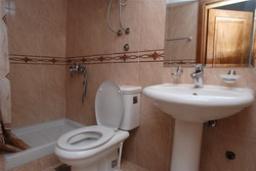 Ванная комната. Черногория, Святой Стефан : Трехместная студия с видом на море, на 1 этаже (№1 STUDIO 03/SV)