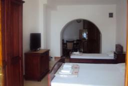 Студия (гостиная+кухня). Черногория, Святой Стефан : Трехместная студия с видом на море, на 1 этаже (№2 STUDIO 03/SV)