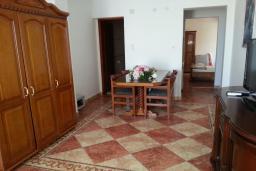 Гостиная. Черногория, Святой Стефан : Апартамент с 1 спальней и видом на море, на 3 этаже (№6 АPP 04/SV)