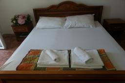 Спальня. Черногория, Святой Стефан : Апартамент с 1 спальней и видом на море, на 3 этаже (№6 АPP 04/SV)