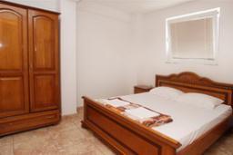 Спальня. Черногория, Святой Стефан : Апартамент с 1 спальней и видом на море, на 3 этаже (№7 АPP 04+1/SV)