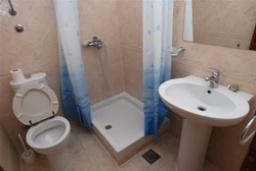 Ванная комната. Черногория, Святой Стефан : Трехместная студия люкс с видом на море, на 4 этаже (№9 STUDIO 03 Lux/SV)