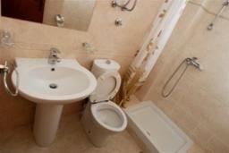 Ванная комната. Черногория, Святой Стефан : Трехместная студия люкс с видом на море, на 4 этаже (№10 STUDIO 03 Lux/SV)