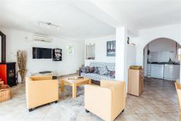 Гостиная. Черногория, Герцег-Нови : Вилла с бассейном и шикарным видом на море, большая гостиная, 3 спальни, 3 ванные комнаты, дворик, парковка, Wi-Fi