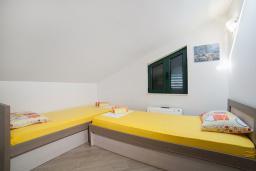 Спальня 2. Черногория, Игало : Дуплекс апартамент в 100 метрах от пляжа, с гостиной, двумя спальнями и балконом с видом на море