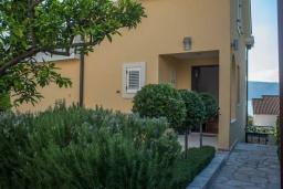 Территория. Черногория, Герцег-Нови : Современная вилла с видом на море, 3 спальни, 2 ванные комнаты, зеленый дворик, парковка, Wi-Fi