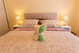 Спальня 2. Черногория, Дженовичи : Современный апартамент в 100 метрах от моря, с гостиной, двумя спальнями и балконом