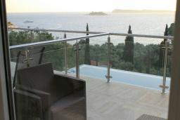 Балкон. Черногория, Жанице / Мириште : Апартамент с гостиной, отдельной спальней и балконом с шикарным видом на море