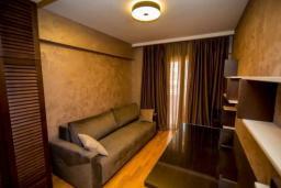 Спальня 2. Черногория, Бечичи : Современный апартамент в 100 метрах от пляжа, с просторной гостиной, тремя спальнями, двумя ванными комнатами и большим балконом с шикарным видом на море