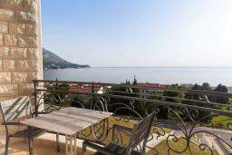 Балкон. Черногория, Бечичи : Современная студия с балконом и видом на море, в комплексе с большим бассейном