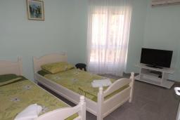 Спальня 2. Черногория, Петровац : Прекрасная вилла с бассейном и видом на море, 5 спален, 5 ванных комнат, барбекю, Wi-Fi