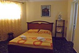 Спальня. Черногория, Петровац : Прекрасная вилла с бассейном и видом на море, 5 спален, 5 ванных комнат, барбекю, Wi-Fi