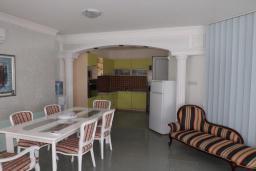 Гостиная. Черногория, Петровац : Прекрасная вилла с бассейном и видом на море, 5 спален, 5 ванных комнат, барбекю, Wi-Fi