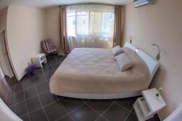 Спальня 2. Черногория, Риека Режевичи : Современная вилла с бассейном и зеленым двориком, 4 спальни, 4 ванные комнаты, барбекю, парковка, Wi-Fi