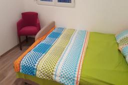 Спальня 2. Черногория, Подгорица : Вилла с бассейном и видом на горы, 6 спален, 3 ванные комнаты, барбекю, парковка, Wi-Fi