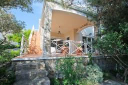 Front of the house. Montenegro, Bigova : Villa with 3 bedrooms in Bigova for 9 guests