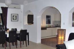 Гостиная. Черногория, Бигова : Прекрасная вилла с бассейном и видом на море, в 100 метрах от пляжа, 2 гостиные, 4 спальни, 4 ванные комнаты, барбекю, парковка на 3 машины, Wi-Fi