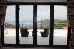 Балкон. Черногория, Жанице / Мириште : Современная вилла с бассейном и видом на море, 4 спальни, барбекю, парковка, Wi-Fi
