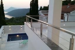 Территория. Черногория, Жанице / Мириште : Современная вилла с бассейном и видом на море, 4 спальни, барбекю, парковка, Wi-Fi