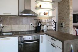 Кухня. Черногория, Шушань : Современная вилла с бассейном и видом на море, 3 спальни, барбекю, парковка, Wi-Fi