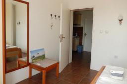 Спальня 3. Черногория, Велика плажа : Уютная вилла с бассейном и зеленым двориком, 5 спален, барбекю, парковка, Wi-Fi