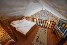 Спальня. Черногория, Горовичи : Каменный дом с бассейном и зеленым двориком, 4 спальни, 2 ванные комнаты, сауна, барбекю, парковка, Wi-Fi
