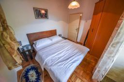 Спальня 3. Черногория, Горовичи : Каменный дом с бассейном и зеленым двориком, 4 спальни, 2 ванные комнаты, сауна, барбекю, парковка, Wi-Fi