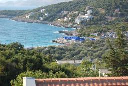 Вид на море. Черногория, Утеха : Прекрасная вилла с зеленым двориком, 3 спальни, 2 ванные комнаты, парковка, Wi-Fi