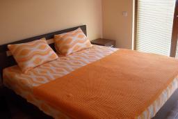 Спальня. Черногория, Утеха : Прекрасная вилла с зеленым двориком, 3 спальни, 2 ванные комнаты, парковка, Wi-Fi