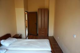 Спальня 3. Черногория, Утеха : Прекрасная вилла с зеленым двориком, 3 спальни, 2 ванные комнаты, парковка, Wi-Fi
