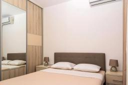 Спальня 2. Черногория, Бечичи : Апартамент в 100 метрах от пляжа, с гостиной, двумя отдельными спальнями и балконом